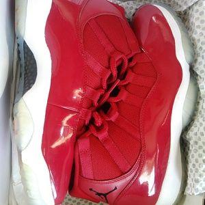 Jordan 11 Christmas edition size 8